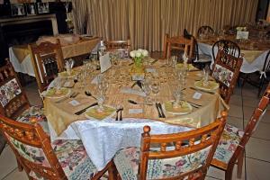 golden wedding main table